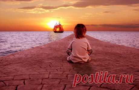 Я люблю этот мир, не во всем совершенный, Но, готовый нести на руках нашу жизнь, И звучит в небесах так легко и блаженно Голос Счастья с мечтой: Если жив, то держись