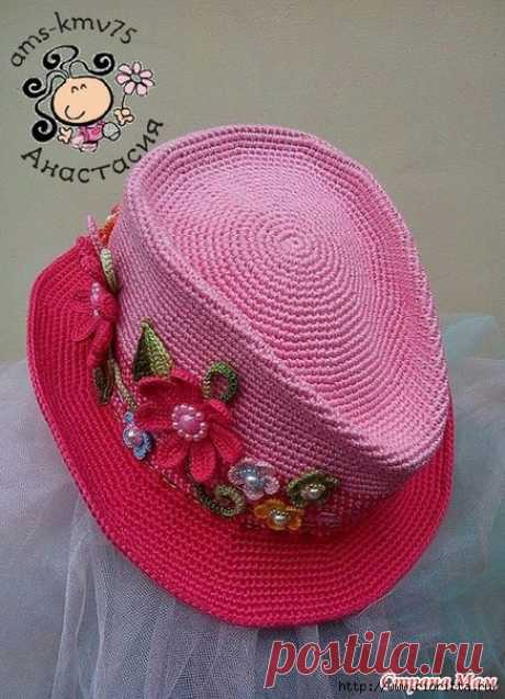 El sombrero tejido para la muñeca