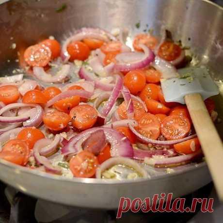 Настоящий хит итальянской кухни: простой рецепт ароматной пасты с томатами и базиликом.