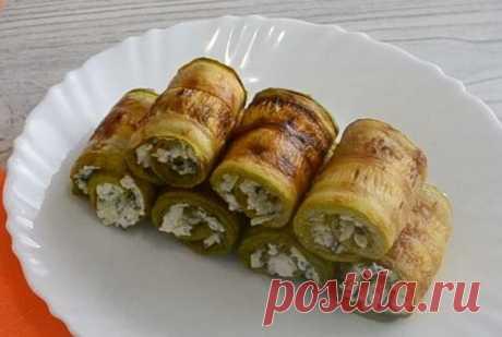 Рулетики из Кабачков с Творогом Сыром Очень Вкусные Рулетики из кабачков с творогом, зеленью и чесноком, рецепт с фото, которых сегодня предлагаю – это очень вкусное блюдо, оно оригинальное и аппетитное.