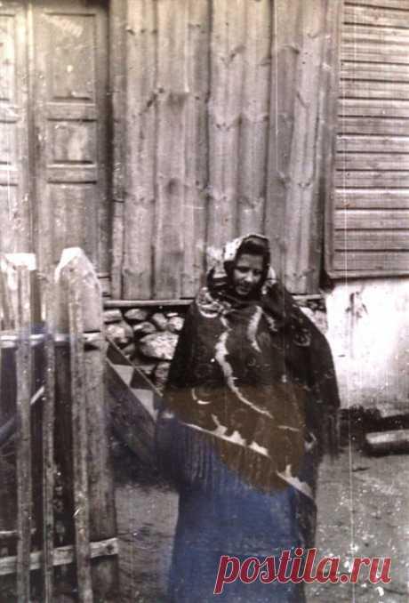 View photo Женский костюм М. Сахарова  Калласте 1946 by AlekseiShlenduhhov