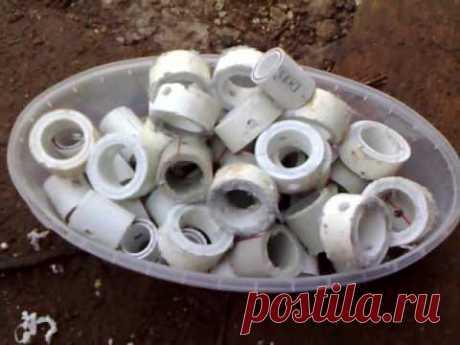 в этом видео показано, как из обрезков полипропиленовой водопроводной трубы сделать зажимы для крепления пленки на трубы квадратные или круглые