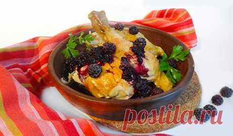 Курица с ежевичным соусом (Chicken with Blackberry Sauce ) - Вкусные заметки Что может быть вкуснее птицы с каким-нибудь ягодным или фруктовым соусом? А если блюдо относится к Грузинской кухне, то оно автоматически становится шедевром.