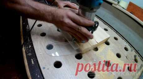 Самодельный упор из оргстекла для ручного фрезера В данном обзоре автор предлагает идею, как сделать своими руками упор для ручного фрезера. Для его изготовления потребуется кусок оргстекла, но можно