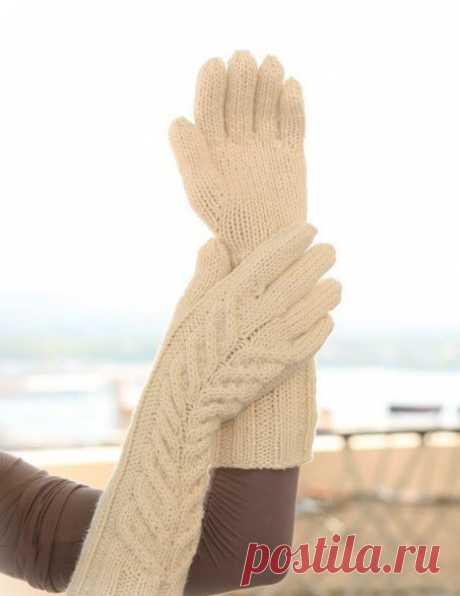 МК по вязанию спицами длинных зимних женских перчаток с подробным описанием и схемой