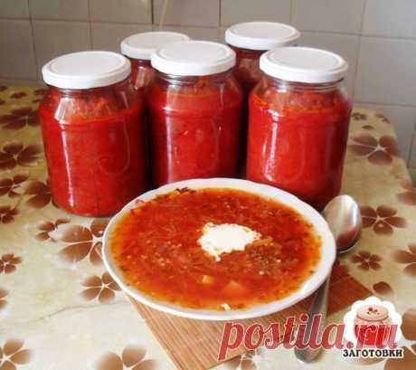 БОРЩЕВАЯ ЗАПРАВКА!  Очень удобно зимой - баночку маленькую открыл - и борщик за полчаса готов! Можно вегетарианский, можно на бульоне, можно на тушенке - вообще минутное дело!  Ингредиенты: свекла 3 кг морковь 1 кг лук репчатый 1 кг перец сладкий 1 кг помидоры 1 кг 1 стакан сахара 3 ст.л. соли 1 стакан растительного масла 125 мл (половина тонкого стакана) уксуса 9%  выход: около 12 банок по 0,5 л  Приготовление: Все овощи помыть, почистить, далее слоями уложить в таз в сле...