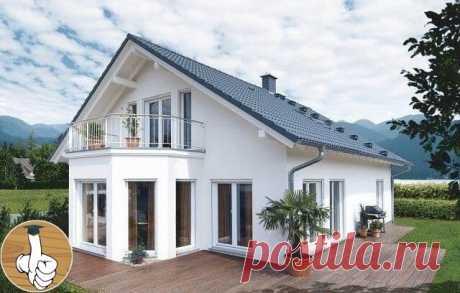Уютный дом с эркером, с цокольным этажом, красивыми панорамными окнами в гостиной.