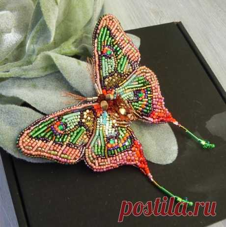 Living coral big butterfly beaded brooch /Salad green tropical butterfly beaded pin /Gift for mom /Gift for girlfriend Big butterfly beaded jewelry in the popular color of the year living coral! The combination of coral and light green with red accents makes the spring pin bright and fresh. Beaded brooch in realistyc design embroidered by hand with small size Toho and Preciosa beads аnd bugle, metallic mouline. The