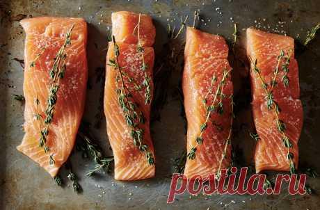 Как приготовить рыбу так, чтобы она не подгорела и не пересушилась     Все что касается мудреных блюд и превращения кухни в подобие химической лаборатории — это по части кулинарных маньяков. Было бы вполне логично предположить, что томить мясо при низкой температуре …