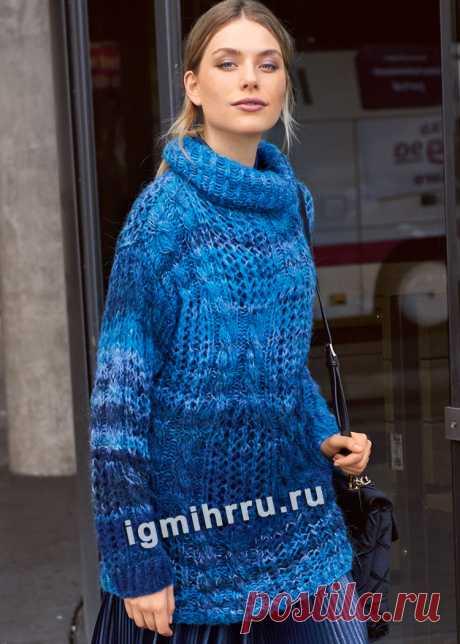 Синий меланжевый свитер с «косами» и ажурными узорами. Вязание спицами со схемами и описанием