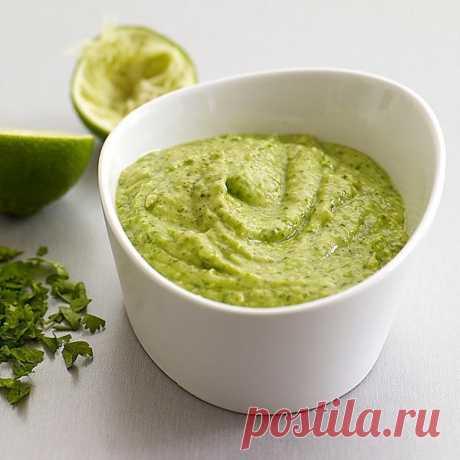 Безумно вкусный зелёный соус за 5 минут Очень вкусный соус...можно использовать как заправку для салатов, намазку на бутерброды и сэндвичи