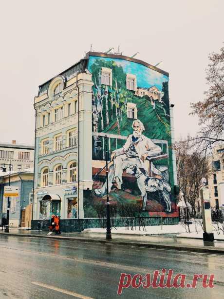 """Мослента on Twitter: """"Граффити с Тургеневым на Остоженке больше нет 😔 Портрет писателя, который нарисовали в 2017 году к его двухсотлетию, закрасили серой краской https://t.co/pOgCLXmjQg"""" / Twitter"""