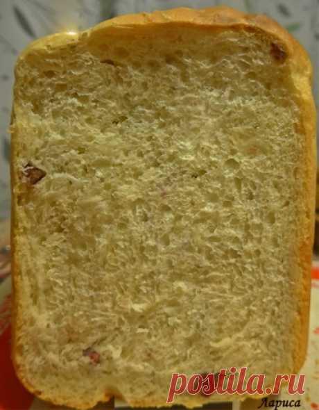 Хлеб с творогом и сырокопченой колбасой.