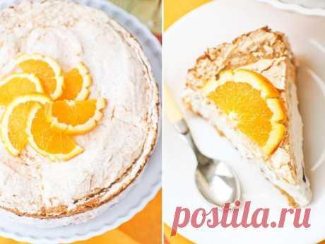 Творожный торт с безе и фруктами Ингредиенты: Тесто Яйцо — 2 шт. Яичный желток — 2 шт. Сахар — 130 г Крахмал — 50 г Мука — 60 г Разрыхлитель — 1 ч.л. Безе Яичный белок — 2 шт. Сахарная пудра — 60 г Начинка Творог — 300 г Сливки (33%) — 300 мл Сахар — 3 ст.л. Фрукты или ягоды (я взяла 1 апельсин и 150 г черешни) Приготовление: 1. Яйца и желтки взбиваем с сахаром в пышную белую пену. Отдельно смешиваем муку, крахмал и разрыхлитель и просеиваем в тесто. Перемешиваем и выкладываем в смазанную…