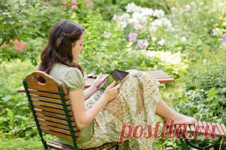 Как красиво оформить место для отдыха в саду: 20 идей Любите отдыхать на природе? Что вам мешает делать это на собственном участке? Мы нашли как минимум 20 причин завтра же поставить плетёное кресло под вишней
