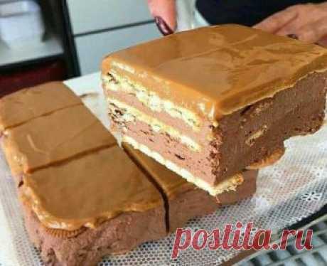 Шоколадный торт без выпечки. А внутри начинка-сюрприз! Пальчики оближешь! Делать его очень просто, так что он вполне может составить конкуренцию торту — минутке и получается не хуже чем шоколадный торт «сюрприз». Ведь внутри этого тортика...