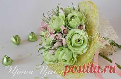 Делаем конфетные розы из гофрированной бумаги