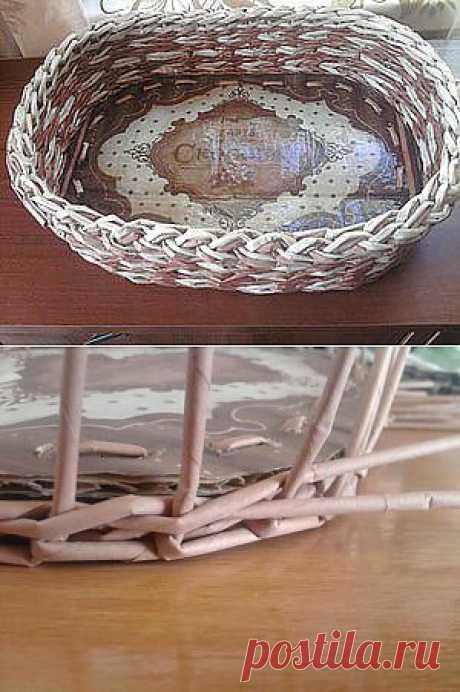 Плетение корзинки из газет с одним слоем картона.