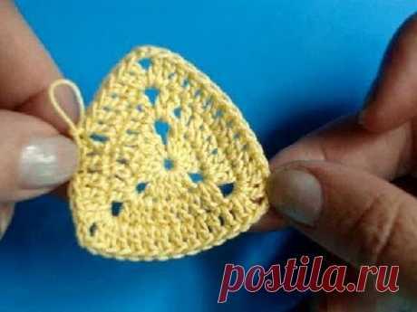 La labor de punto por el gancho - la Lección 208 - Como tejer el triángulo 1 crochet