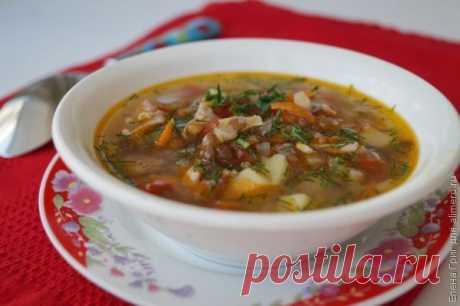 👌 Куриный суп с чечевицей, рецепты с фото Вкусный рецепт Куриный суп с чечевицей, пошаговый, с фото и отзывами 👍 Блюда из курицы, Суп из чечевицы, Блюда из помидоров, Суп на курином бульоне, Супы на курином бульоне