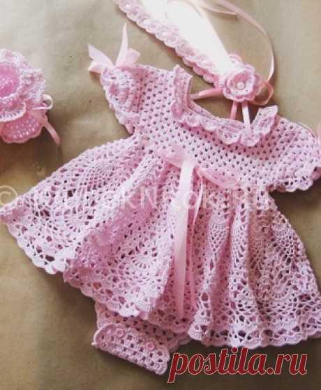 Розовое платье для девочки крючком