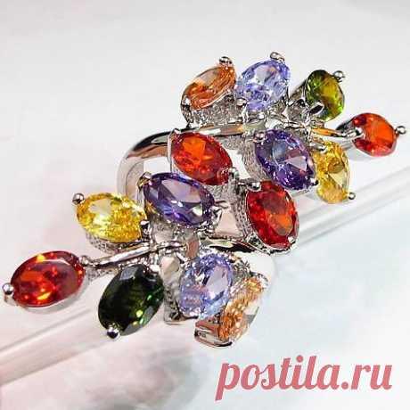 Кольцо с кристаллами Сваровски (Swarowski)   Комплект: кольцо, подарочная упаковка.