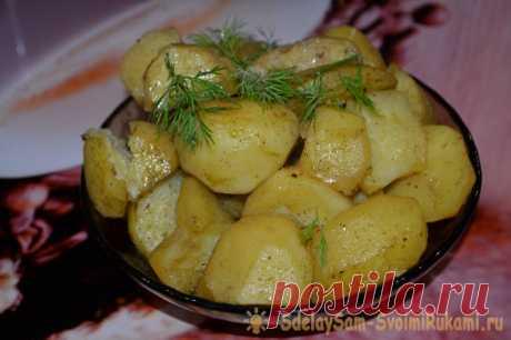 Быстрый картофель в микроволновке Всем известно, что существует огромное количество рецептов блюд из картофеля. Их не сотни, а тысячи! Но, каждый кулинар спешит обзавестись хотя бы парочкой проверенных, надежных рецептов, которые смогут выручить в различных ситуациях. Несмотря на то, что картошка – это продукт который имеет