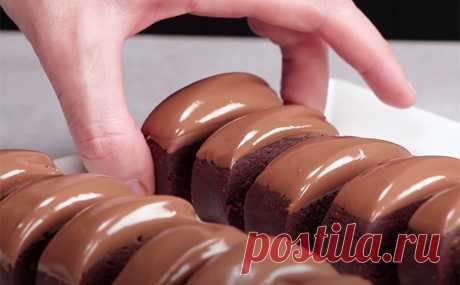 Превращаем 400 граммов печенья в шоколадный торт: разминаем вместо теста и добавляем какао