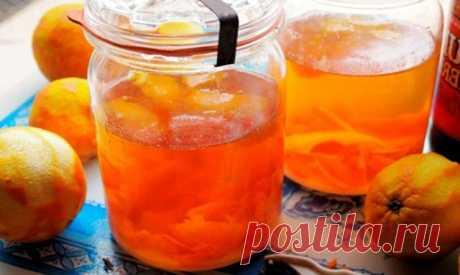 Новый рецепт! Апельсиновый ликер. Непередаваемо вкусно! Знаменитый апельсиновый ликёр Cointreau (Куантро) весьма дорог. Но если постараться, можно сделать его самостоятельно, в домашних условиях, с простым и доступным набором ингредиентов. Состав — апельсины 4 шт. (средние) — сахар 380 мл (для мерного стаканчика) — водка 0.7 л (без наполнителей) — вода 4