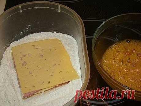 """Шницель""""Цыганский""""  Ингредиенты:  Колбаса вареная (хорошо подходит докторская) Сыр твердый  Панировка: Яйцо взбить с солью Мука для панировки  Приготовление:  Сыр порезать тонкими ломтиками, колбасу также порезать ломтиками. На кусочек сыра кладем кусочек колбасы,затем снова сыр, колбаса,сыр. Панируем в муке,затем в яйце,снова в муке и в яйце.Жарить на горячей сковородке."""