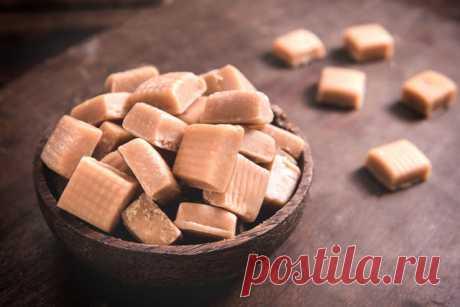 Настоящие конфеты-ириски можно приготовить всего из 4 ингредиентов Ирис, или как это модно сейчас называть тоффи, это разновидность конфет, которые изготавливаются на основе вареного молоко, сахара и сливочного масла. Мало кто не любит эти конфеты. А мы, поколение выросшее в 90-х до сих ...