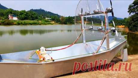 Как сделать лодку на воздушной тяге с 8 маломощными электродвигателями Рыбаки и просто любители покататься на моторной лодке по отмелям и неглубоким речкам часто сталкиваются с повреждением винта о дно водоема, а также накручиванием на него растений. Для перемещения в таких условиях больше подходит аэролодка. Она двигается за счет тяги, создаваемой вентиляторами,