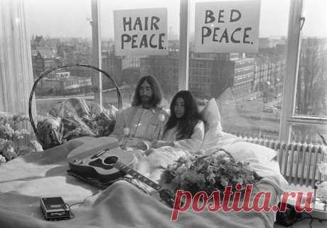 """7 """"постельных акций"""" в искусстве 25 марта 1969 года началась знаменитая bed-in акция Джона Леннона и Йоко Оно. Сотни журналистов собрались в отеле Hilton, они ждали сенсаций, но стали свидетелями рождения нового направления в искусстве мирного протеста."""