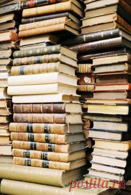 Продать книги в Москве   Букинистический магазин   Скупка книг с выездом на дом за деньги