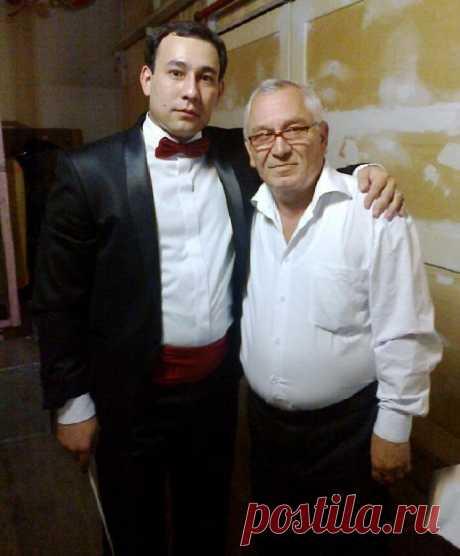 Евгений Простомолотов с Арманом Жудебаевым (ныне ректором КНК им. Курмангазы).