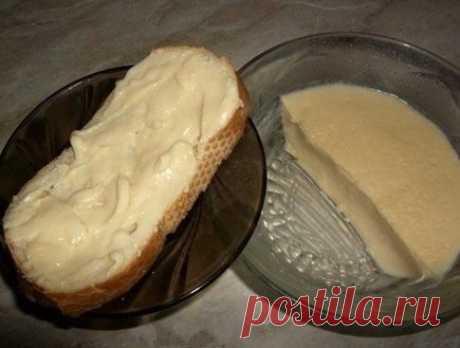 Домашний плавленный сыр из творога  Такие продукты полезны.Тем более знаешь из чего. Этот сыр по вкусу похож на сыр «Янтарь», только более нежный и без консервантов.Ингредиенты:Творог ....................0,5 кг.,Сливочное масло....1…