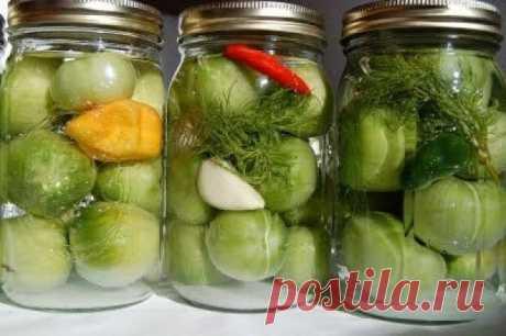 Зеленые помидоры на зиму. «Золотые»рецепты После маринования помидорки остаются с плотной мякотью, приобретая необычный вкус и аромат добавленных вами специй.