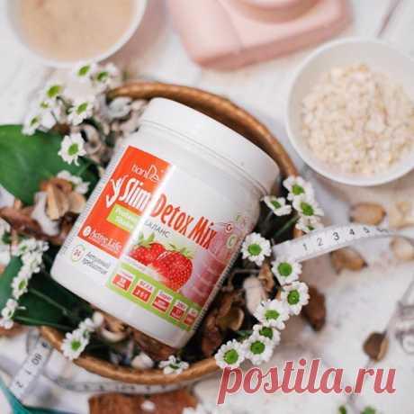 Коктейль белковый Slim Detox Mix – баланс Активный пребиотик со вкусом клубники Любишь полакомиться свежей клубникой? Тогда тебе наверняка придется по вкусу клубничный микс, который поможет снизить вес, очистить организм, улучшить перистальтику кишечника и добиться отличных результатов в спорте.   Slim Detox Mix – это идеальное сочетание вкуса и пользы. Он содержит качественный белок в идеальном соотношении: 55% сывороточного и 45%