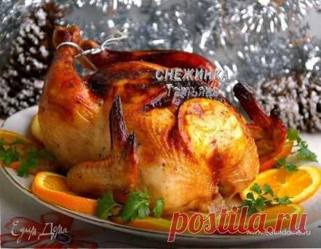 Новогодняя курица, запеченная с апельсинами. Ингредиенты: курица, апельсины, чеснок С чем у Вас ассоциируется Новый год? Наверняка, для всех это, в первую очередь, запах ели и цитрусовых. Обходится ли празднование Нового года без запечённой курицы у Вас? У нас - однозначно, НЕТ! Каждый раз мы стремимся уменьшить количество блюд в меню но пожертвовать мы можем любым блюдом, кроме Оливье, заливного из языка и запеченной курицы Если обычно в праздники мы запекаем её на бутылк...