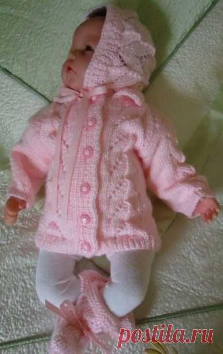 Розовый комплект для девочки с ажурными листочками (Вязание спицами) — Журнал Вдохновение Рукодельницы