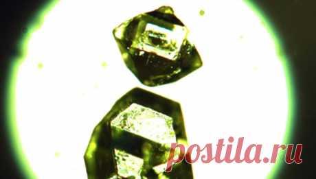В Якутии обнаружили уникальные минералы  Российские и канадские химики выяснили, что минералы жемчужниковит и степановит, найденные в 1960 годах в угольных шахтах Якутии, являются природным аналогом синтетических «металл-органических каркасов», пористых полимеров с уникальными свойствами.