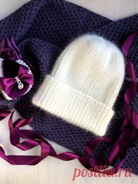 Шапка вязаная тыковка (один отворот) из пуха норки. Сезон- зима. Очень теплая,не продувает.Связана из нескольких нитей. Цвет белый и желтый цвет- очень красивые цвета в реале. Размер универсальный, большой отворот.