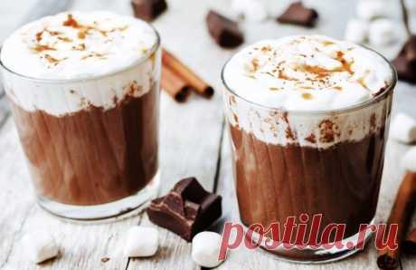 Горячий шоколад с миндальными спиральками - ПУТЕШЕСТВУЙ ПО САЙТУ. От горячего шоколада не откажется ни один ребенок. Тем более, когда к нему в придачу идут вкусные ореховые палочки, которые так здорово макать в тягучий сладкий напиток. ИНГРЕДИЕНТЫ 150 г темного шоколада 150 г молочного шоколада 300 мл сливок жирностью 10–20% 250 мл молока Для соломки: 1 пласт (250 г) …