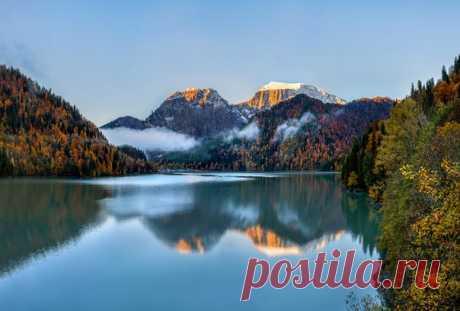 Rits's lake, Abkhazia. The author of a photo is Fyodor Lashkov: nat-geo.ru\/photo\/user\/27510\/