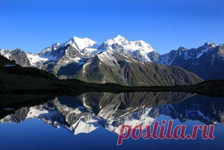 Гора Белуха — символ Алтая, самая высокая гора Алтая и Сибири