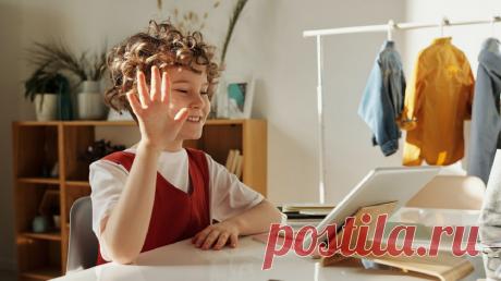 Когда школа «переезжает» домой, и детям, и взрослым приходится молниеносно перестраиваться. Чтобы поддержать родителей в непростой период, мы запустили бесплатный цикл лекций о том, как учиться онлайн. Выдержки из них публикуем в блоге.
