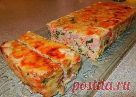 Интересное блюдо из любимых продуктов — ветчинно-кабачковый кекс    Вкусно и горячим и холодным!           Ингредиенты: Ветчина – 300 граммКабачок – 1 среднийТертый сыр – 300 граммЯйцо – 3 штукиБолгарский перец – 1 штукаМука – 3 ст. ложкиСметана – 3 ст.ложкиРазрых…
