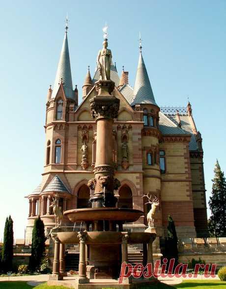 Сказочный замок Драхенбург. Германия