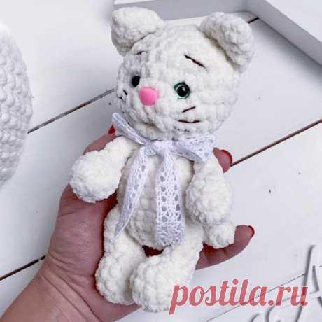 Белый котенок крючком — Поделки с детьми