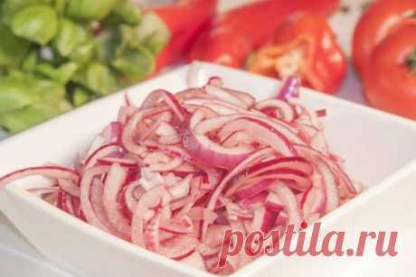 👌 Очень вкусный маринованный лук - идеальная заготовка для салатов, рецепты с фото Свежий лук любят далеко не все, но вот маринованный — это совсем другое дело. Поэтому предлагаю замариновать лучок по этому простому рецепту. Вам точно понравится! Такой лук станет...